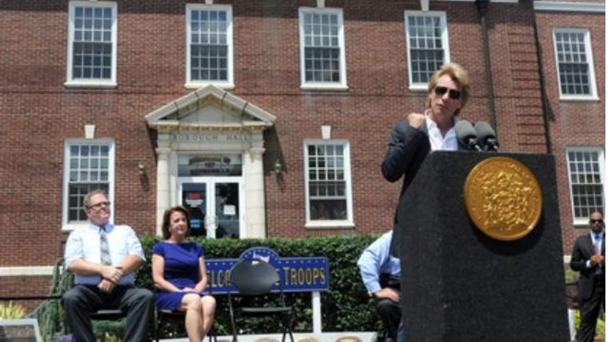 """Джон Бон Джови пожертвовал миллион долларов пострадавшим от урагана """"Сэнди"""""""