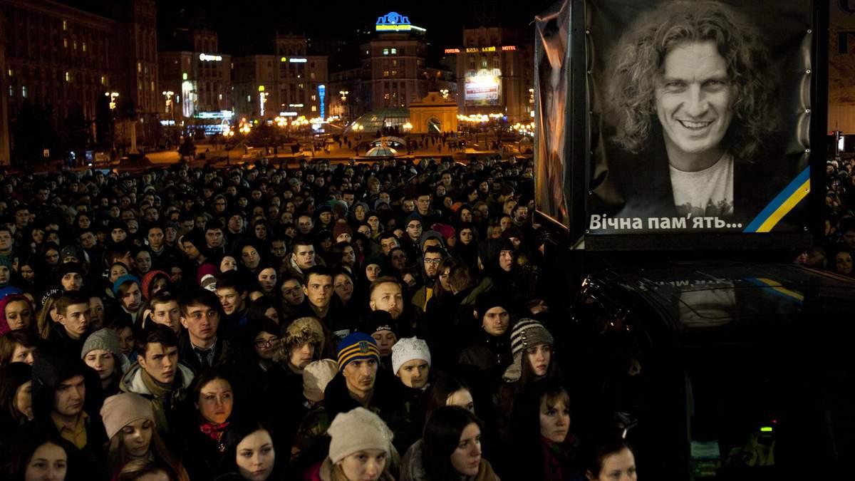 """""""Побитими і сумними,  плачемо під дверима"""": Київ вшанував  пам'ять Кузьми"""