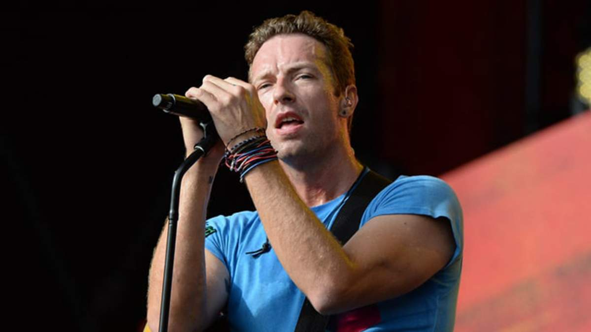 Лидер Coldplay эмоционально спел хит Linkin Park в память о Честере Беннингтоне: видео