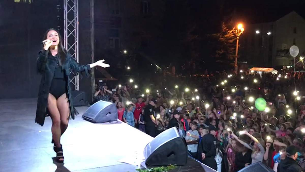 Во время концерта Златы Огневич ураган разбил сцену: появилось видео