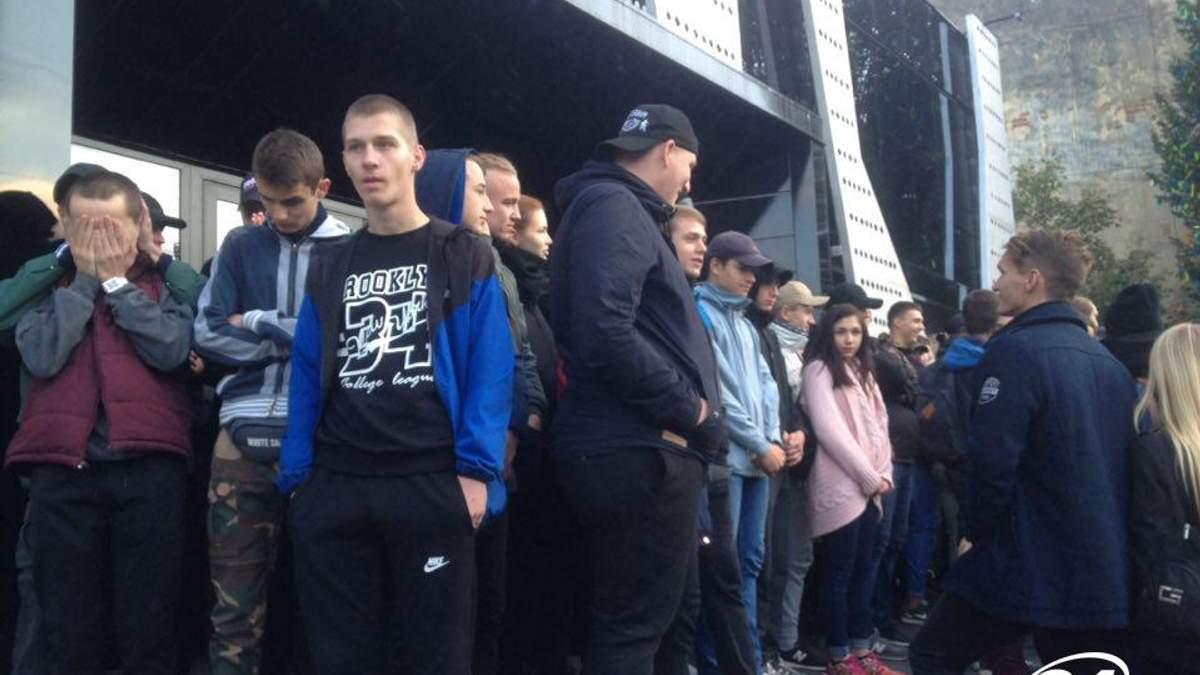 У Львові активісти блокують концерт Бабкіна: почались сутички