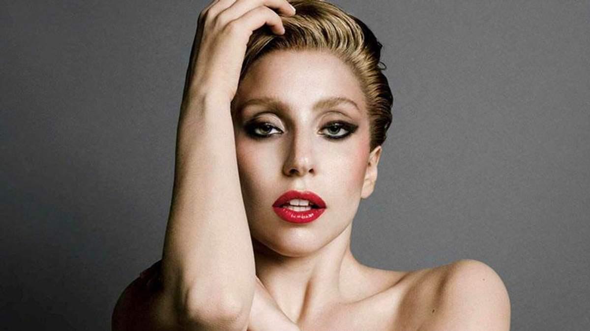 Больная Леди Гага показала, как занимается йогой: видео и фото