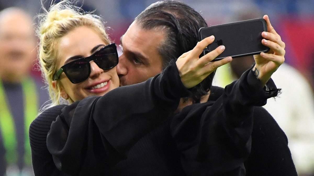 Леді Гага заручилась зі своїм коханим-агентом, – ЗМІ
