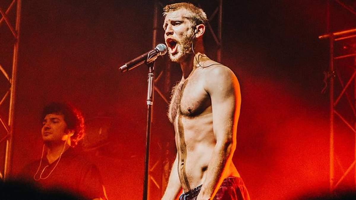 Іван Дорн роздягнувся на концерті в Москві: відео