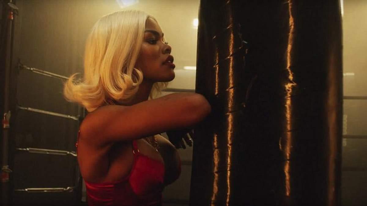 Американська співачка знялася у відвертому образі для Love Magazine: відео