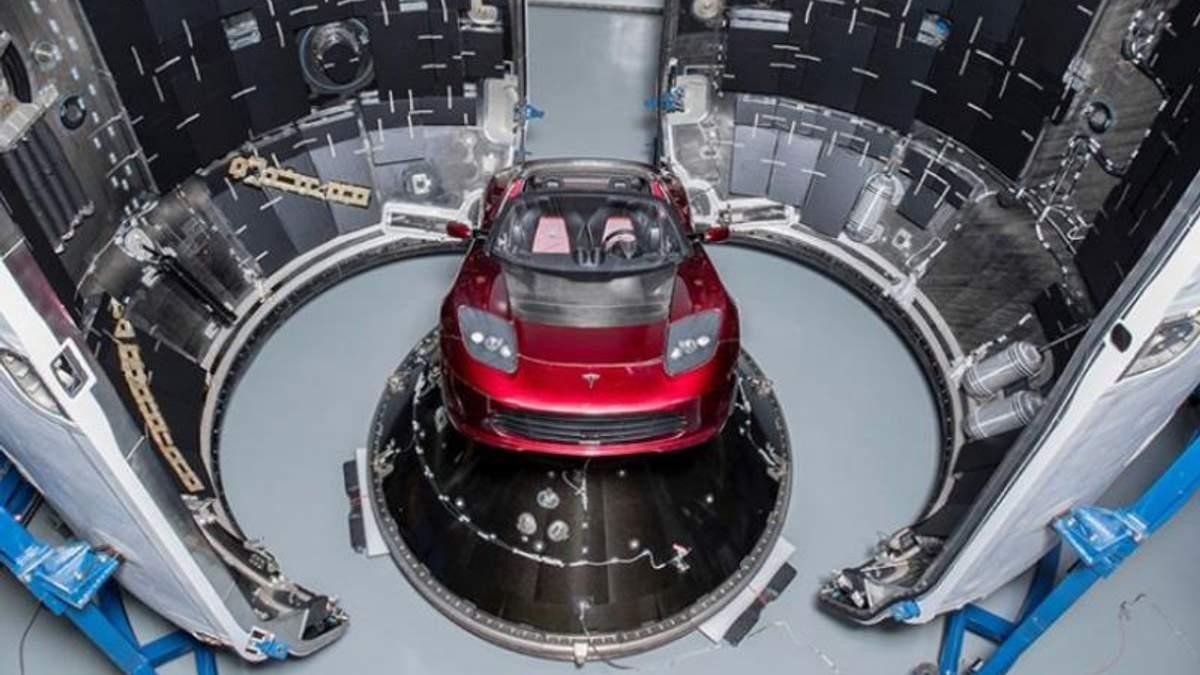 Маск показав, яка Tesla полетить на Марс під пісню Девіда Бові