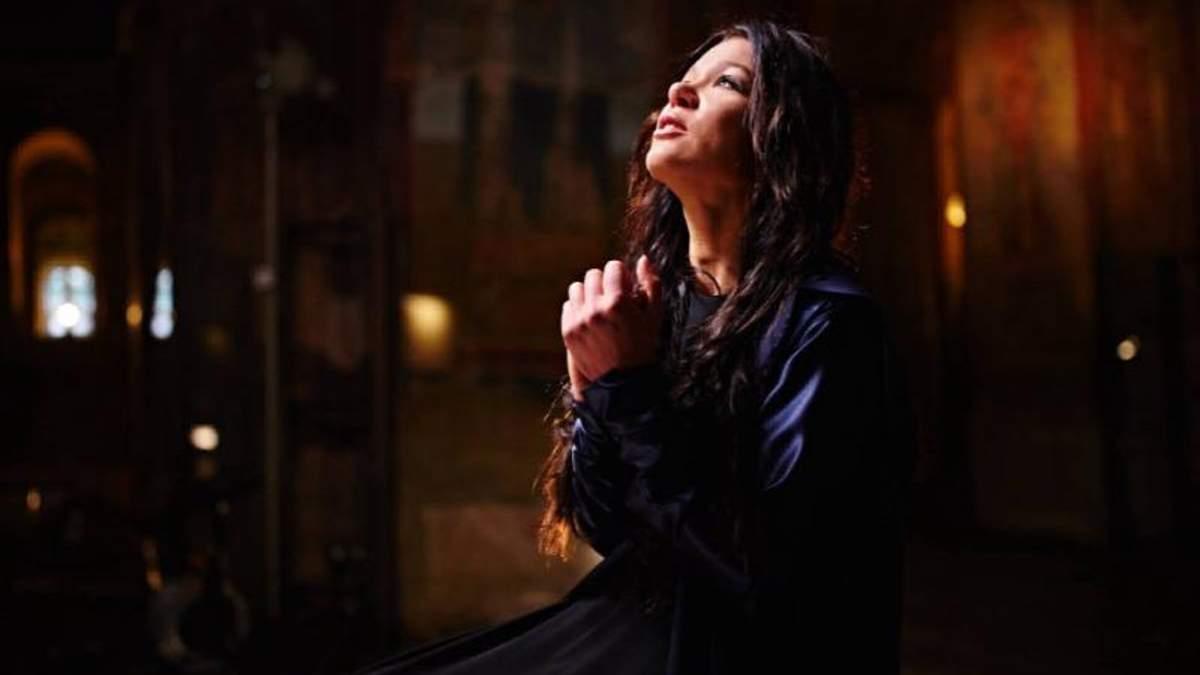 Руслана знялася у чарівній фотосесії в храмі: фото