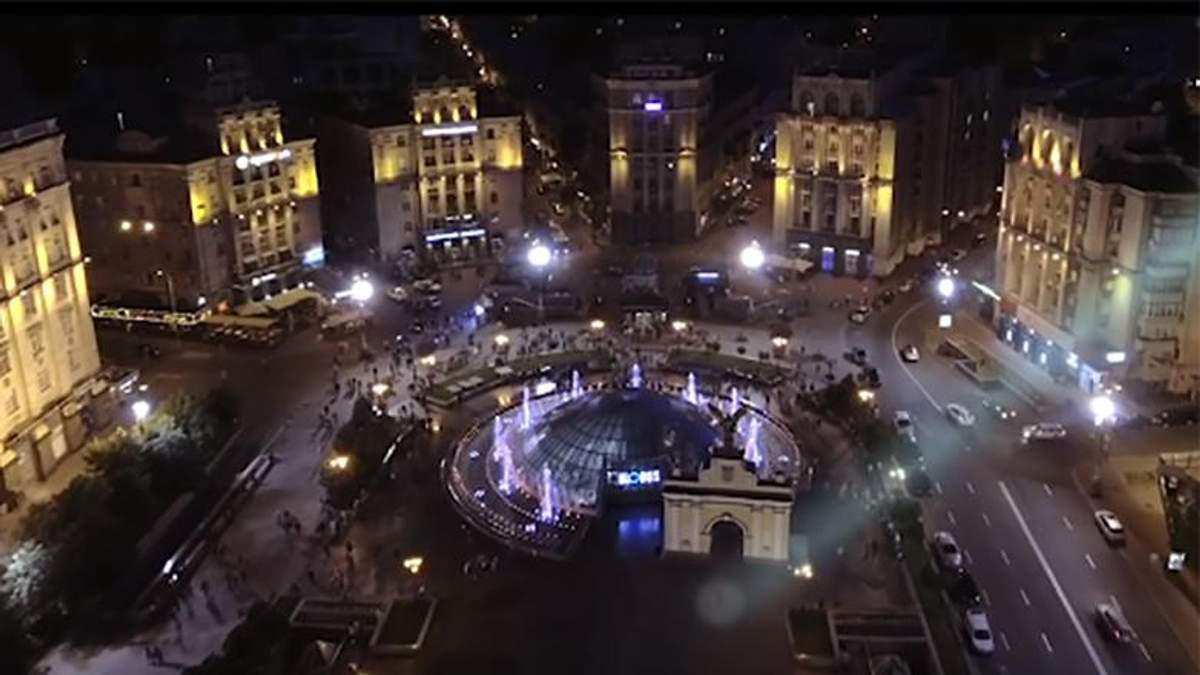 Краса Києва допомогла британському співаку набрати 1,5 мільйона переглядів за 2 дні