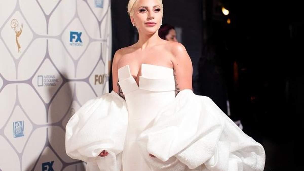 Леді Гага похизувалася стрункою фігурою в купальнику: фото