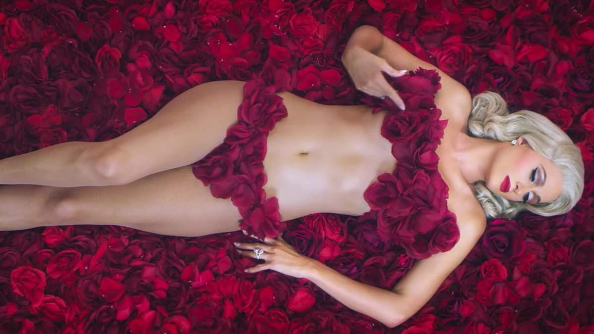 Напівоголена Періс Хілтон знялась в еротичному кліпі: спокусливе відео