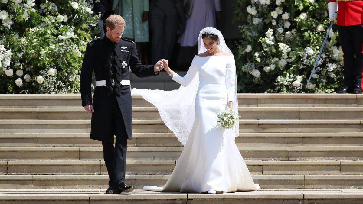Мили руки кожні 30 хвилин: дизайнер розповіла, як створювали весільну сукню Меган Маркл