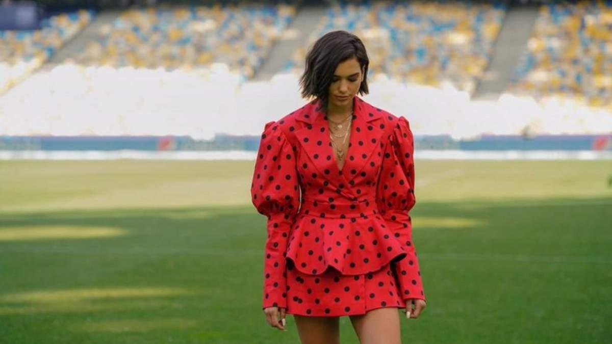 Співачка Дуа Ліпа одягнула сукню українського бренду: яскраві фото