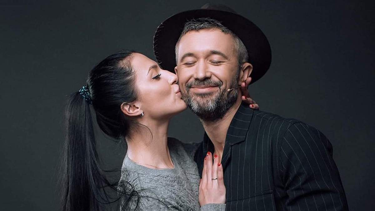 Нежность в постели: в сети появились очаровательные фото Сергея Бабкина с женой