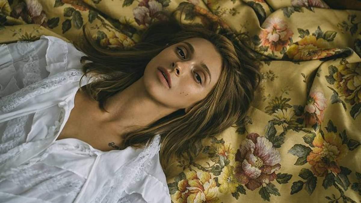 Певица Tayanna в мини-топе украсила обложку глянца: фото