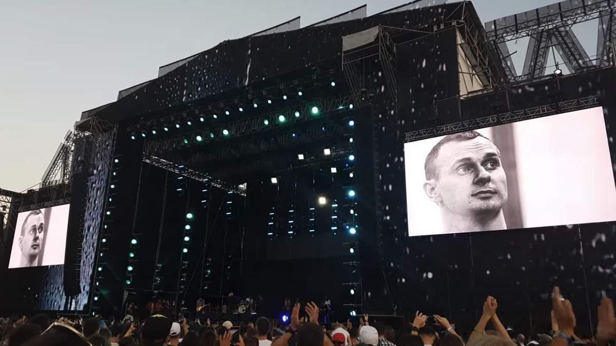 Группа Бумбокс вспомнила Олега Сенцова на Atlas Weekend: щемящее видео