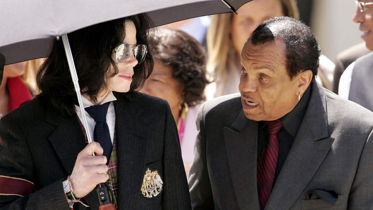 Лікар зробив сенсаційну заяву про знущання батька Майкла Джексона над сином