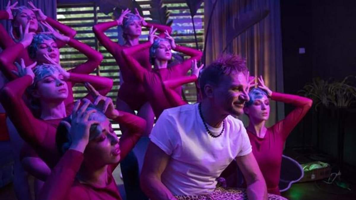 Олег Скрипка презентував кліп із сексапільними дівчатами: відео