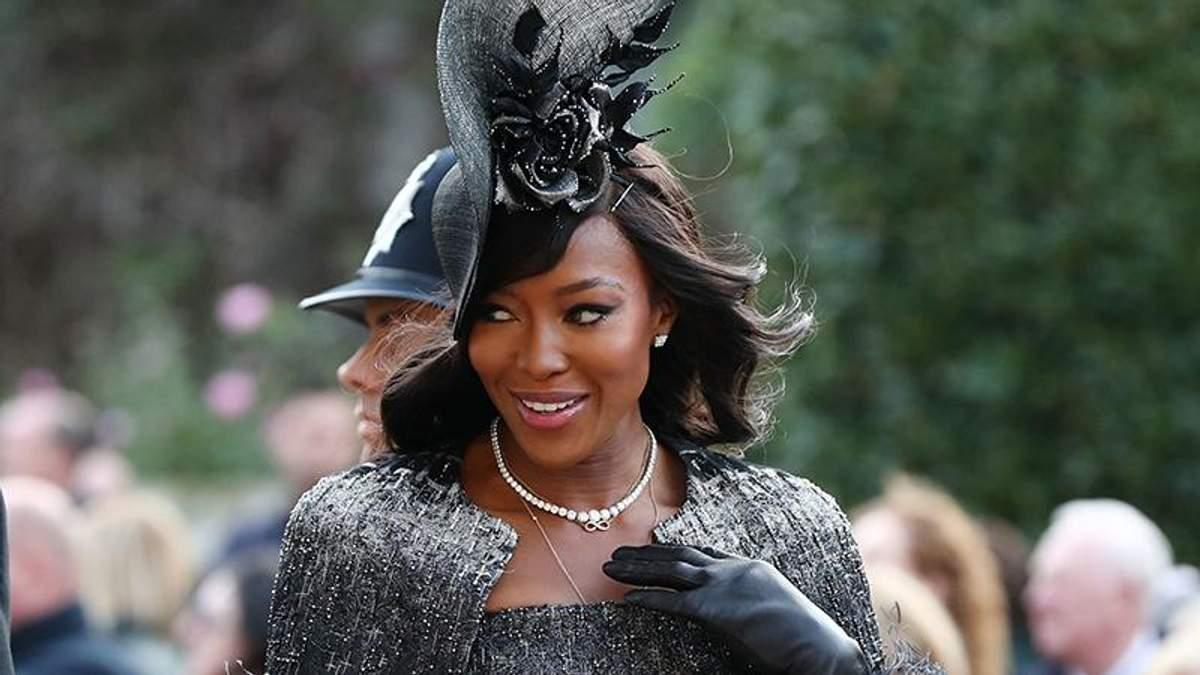 Леді в чорному: Наомі Кемпбелл показала елегантний образ на королівському весіллі