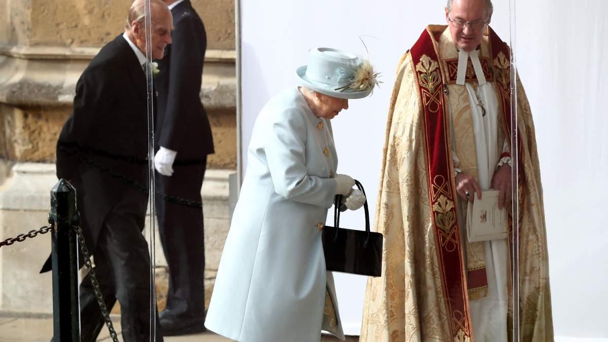 Королева Єлизавета II продемонструвала ніжний образ на весіллі внучки принцеси Євгенії