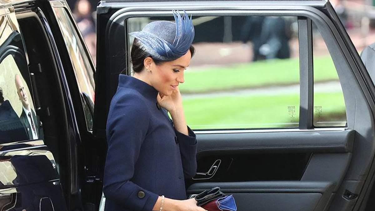 Образ Меган Маркл на королевской свадьбе спровоцировал слухи о ее беременности: фото