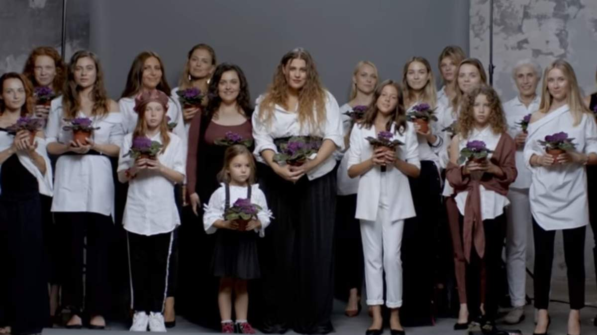 """Вместо фиалки, сенполия расцвела: ученые нашли """"ляп"""" в клипе группы KAZKA на песню """"Плакала"""""""