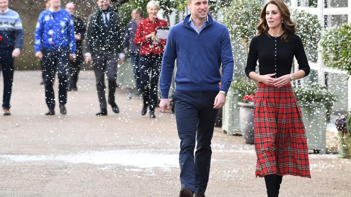 В красной юбке в клеточку: роскошный выход Кейт Миддлтон с принцем Уильямом
