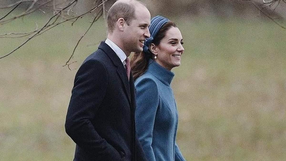Кейт Міддлтон і принц Вільям відвідали службу в Норфолку: герцогиня одягнула улюблене пальто