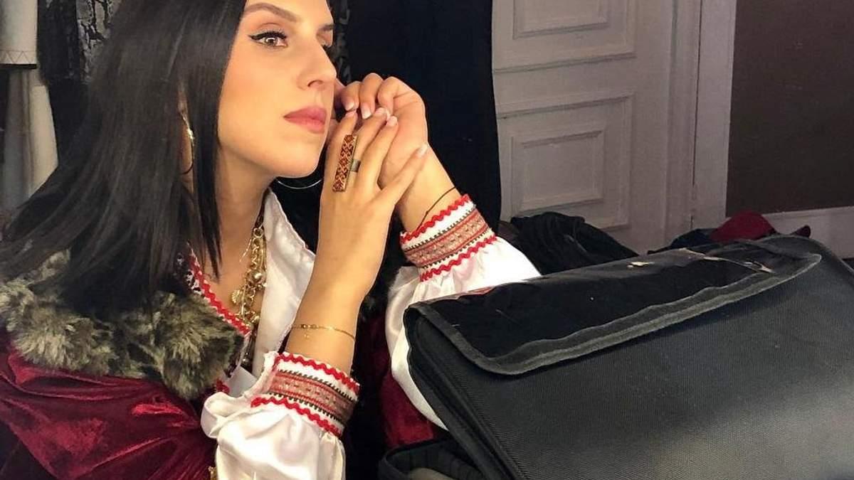 В українській вишиванці: Джамала одягнула національний одяг на Маврикії
