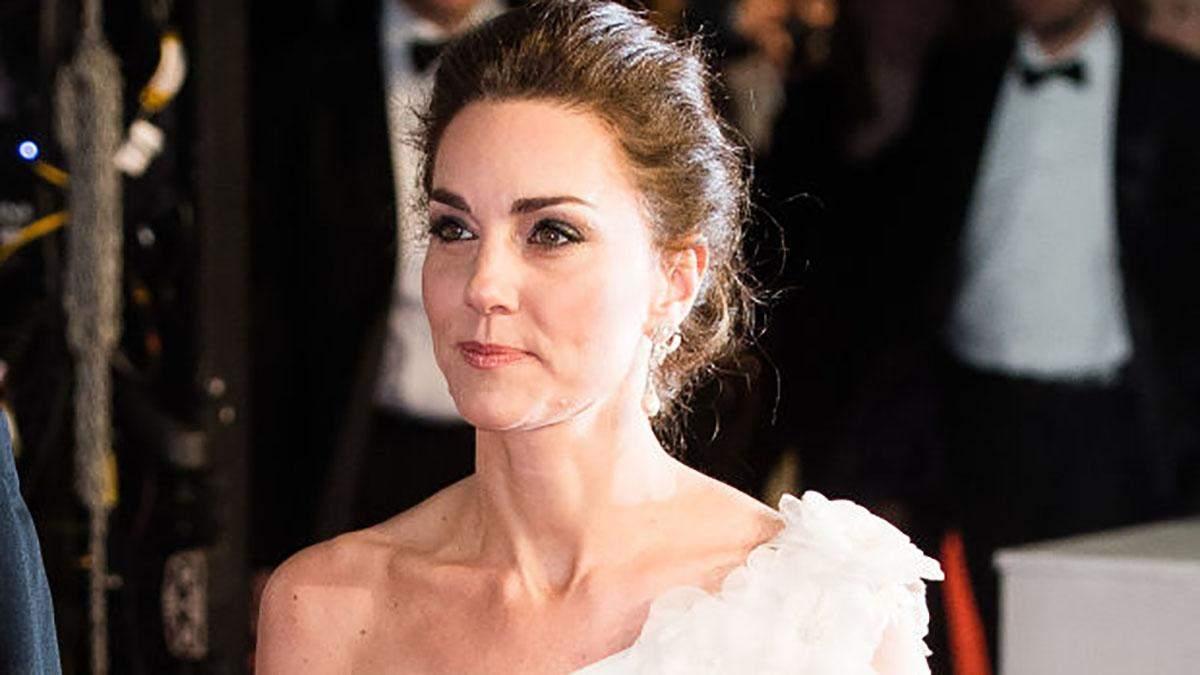Кейт Миддлтон поразила изысканным платьем на торжественной церемонии BAFTA-2019: фото