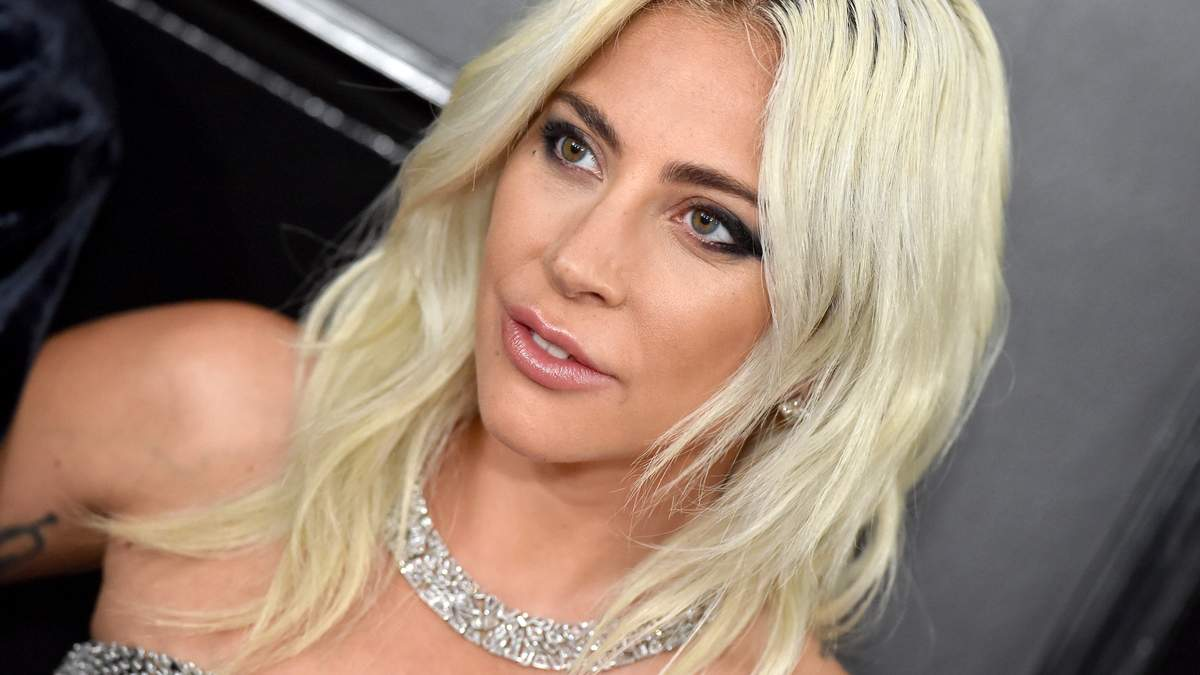 """Леди Гага сделала тату в честь фильма """"Звезда родилась"""": фото"""