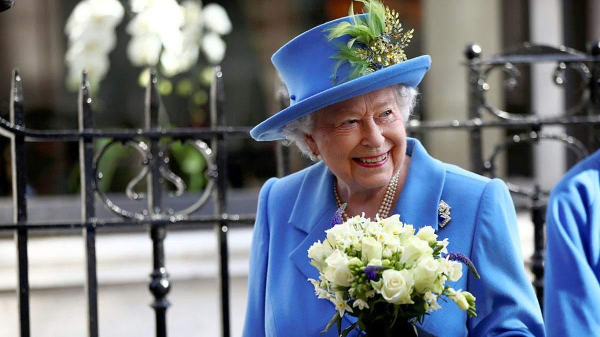 Єлизавета ІІ приголомшила яскравим весняним образом на урочистому заході: фото
