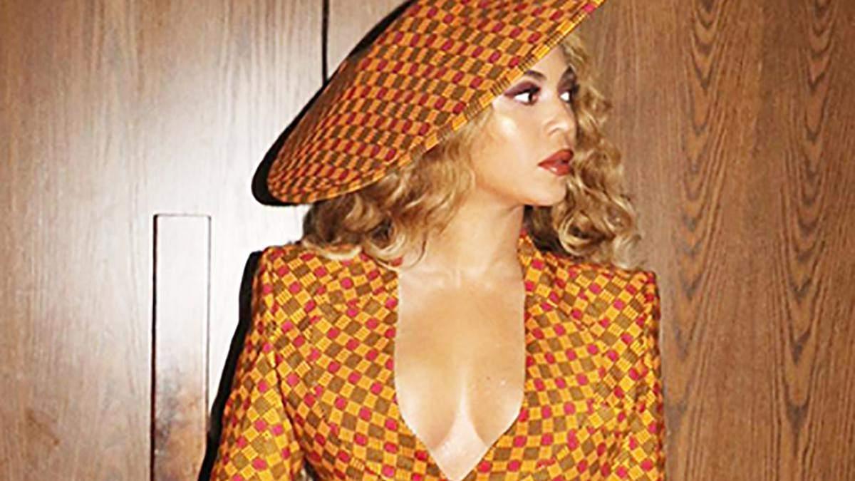 Бейонсе засвітила пишні груди в костюмі: гарячі фото