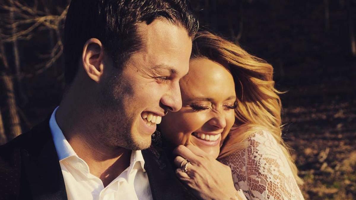 Дворазова володарка премій Греммі вийшла заміж за поліцейського: романтичні фото