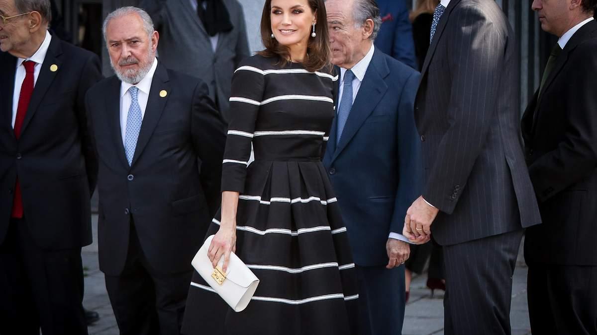 В коктейльній сукні і на підборах: королева Іспанії зачарувала стильним виходом – фото