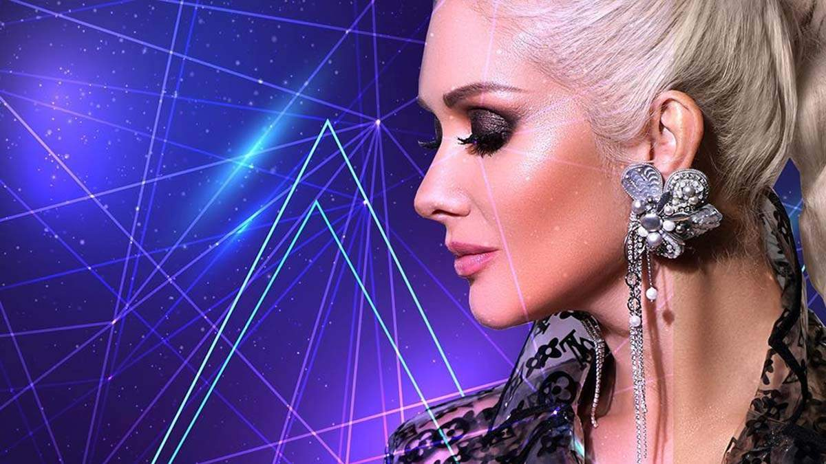 Катерина Бужинська приміряла прозорий плащ для презентації нової пісні: фото та відео