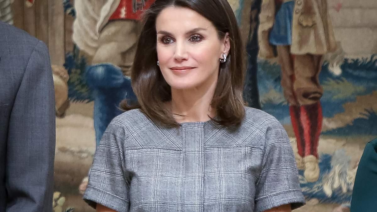 В скромном платье и синих туфлях: выход королевы Испании на церемонии в Мадриде