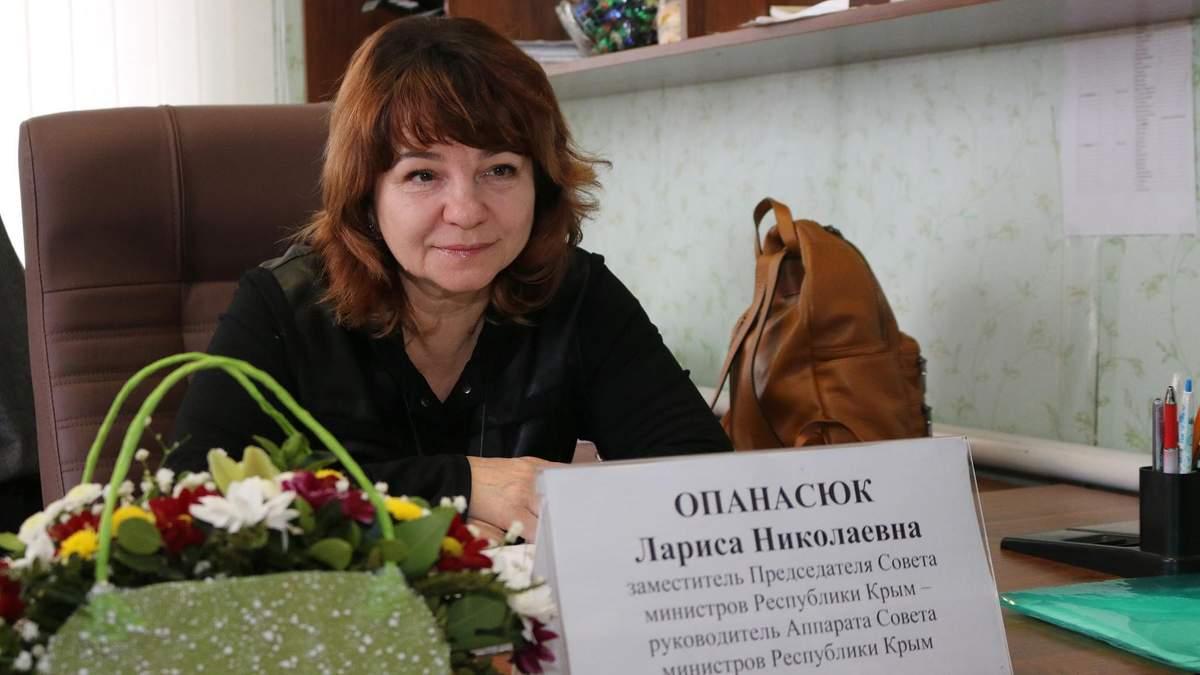 Скандал із сестрами Опанасюк: мати співачок виявилася поплічницею окупантів у Криму (фото)
