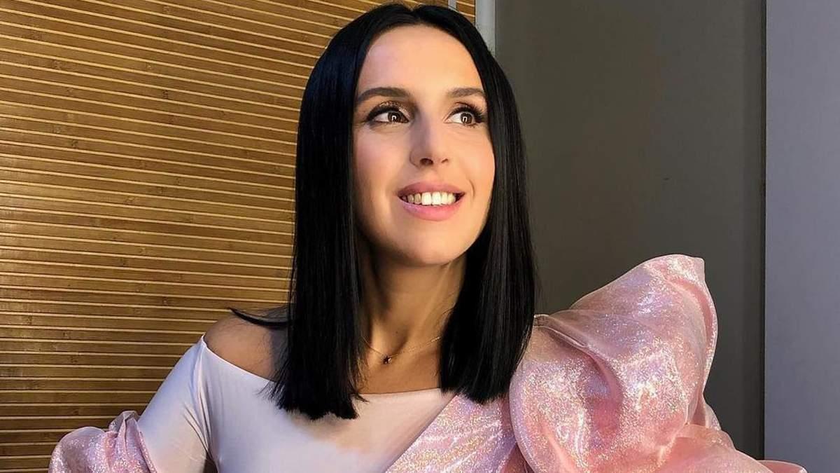 На финале Нацотбора Евровидения-2019 Джамала появилась в роскошном наряде розового цвета