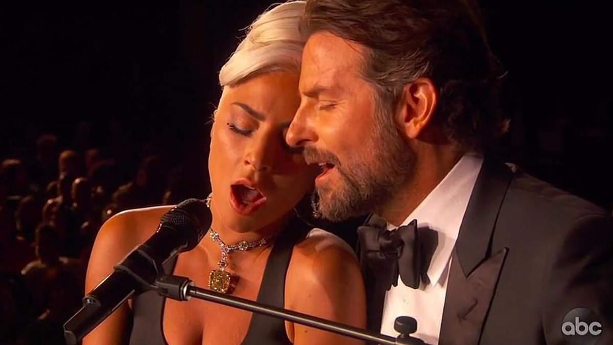 """Они поженятся: в сети обсуждают """"химию"""" между Леди Гагой и Брэдли Купером во время выступления"""