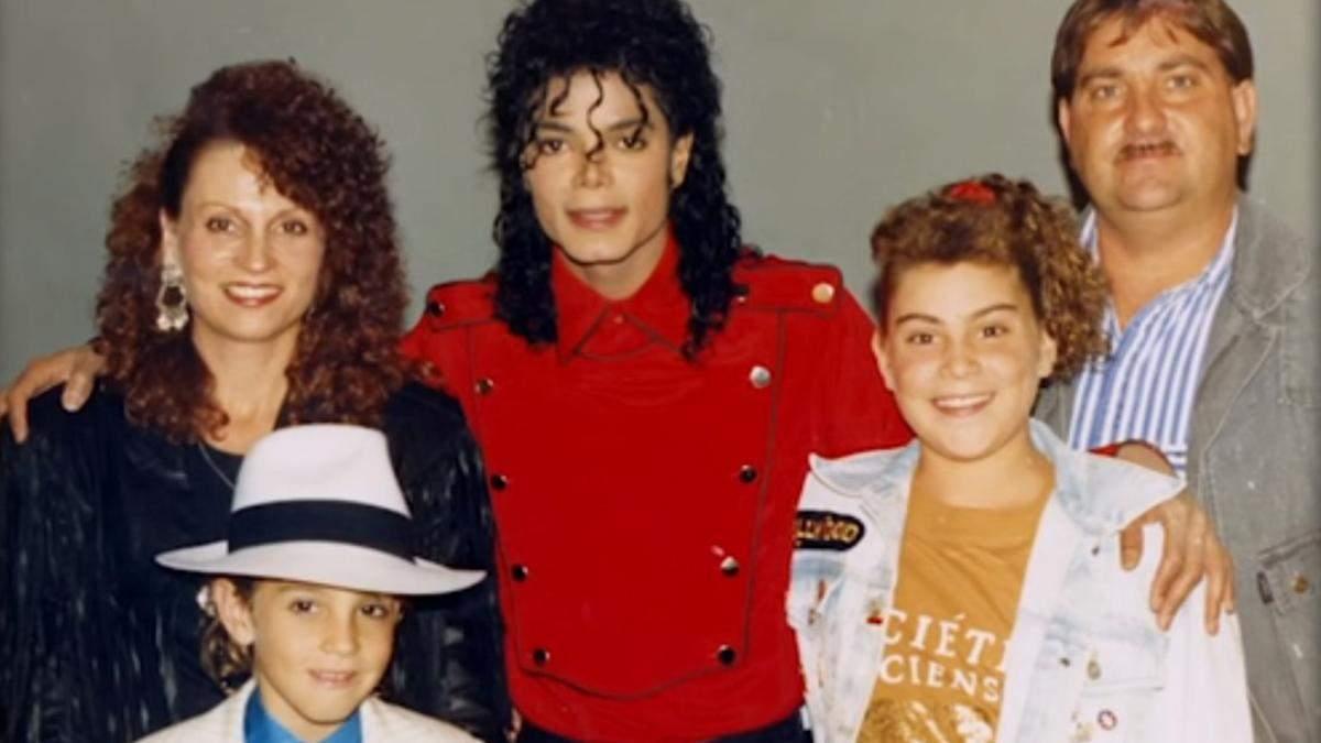 """Голос Майкла Джексона вилучили із """"Сімпсонів"""", туру репера Дрейка і станцій в кількох країнах"""
