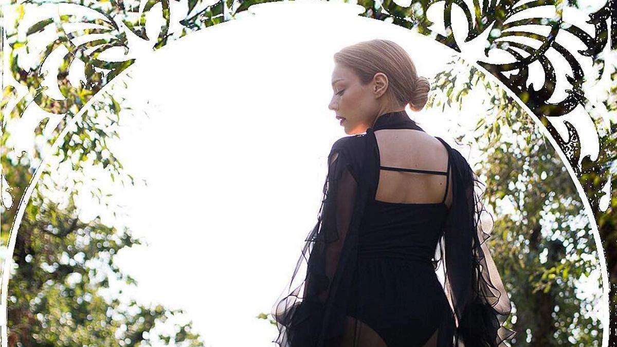 Тіна Кароль приміряла пікантні вбрання від українського дизайнера: фото