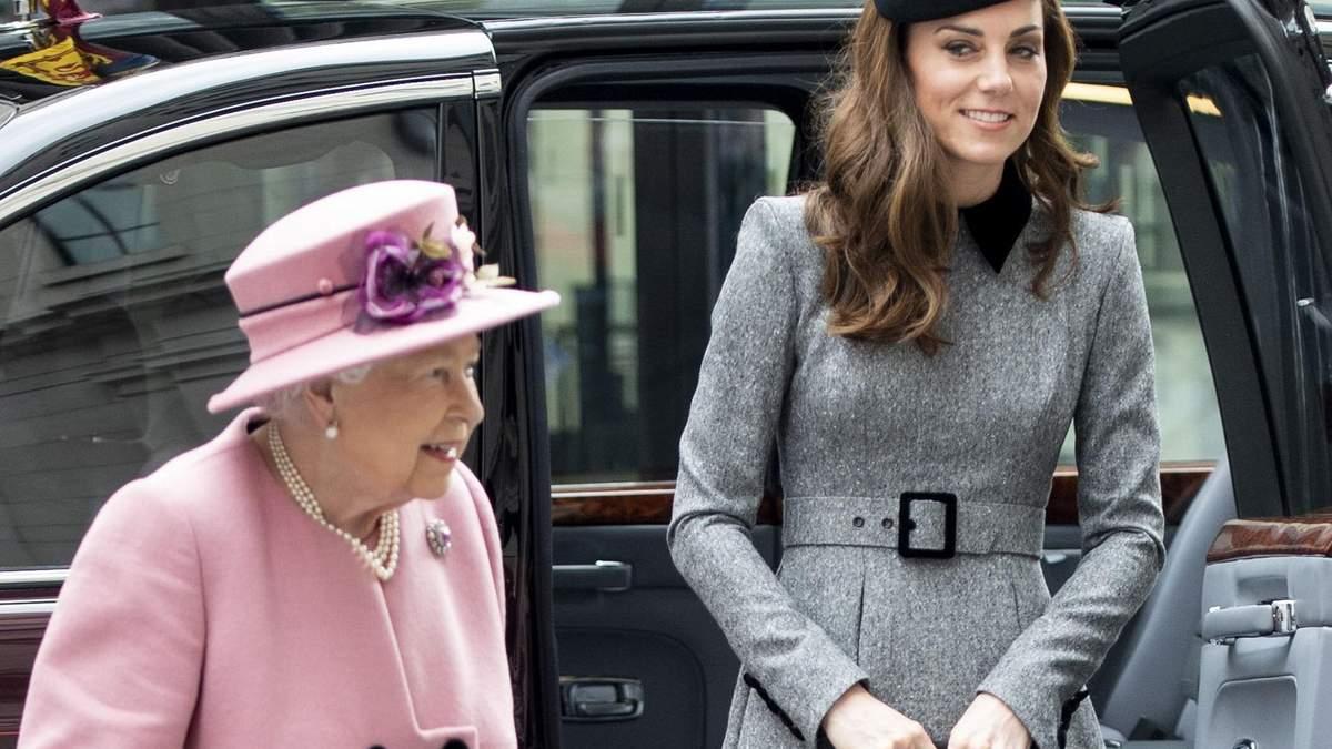 Кейт Миддлтон и Елизавета II впервые вышли в свет вдвоем: фото