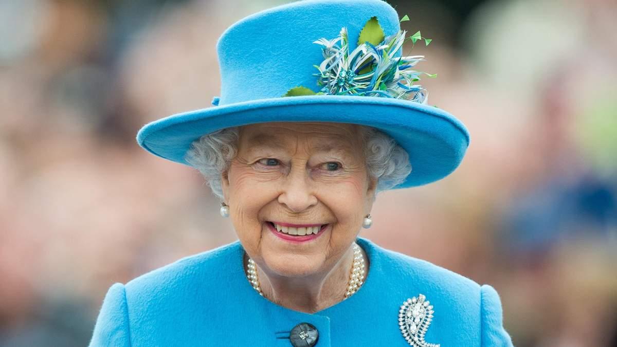 Розкішний гардероб Єлизавети ІІ: що одягає королева