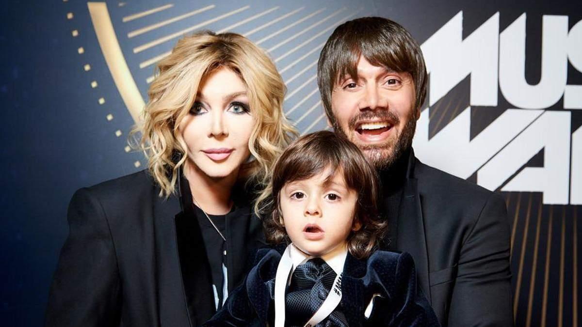 Веселощі у коробці: Ірина Білик опублікувала кумедний ролик із чоловіком та сином
