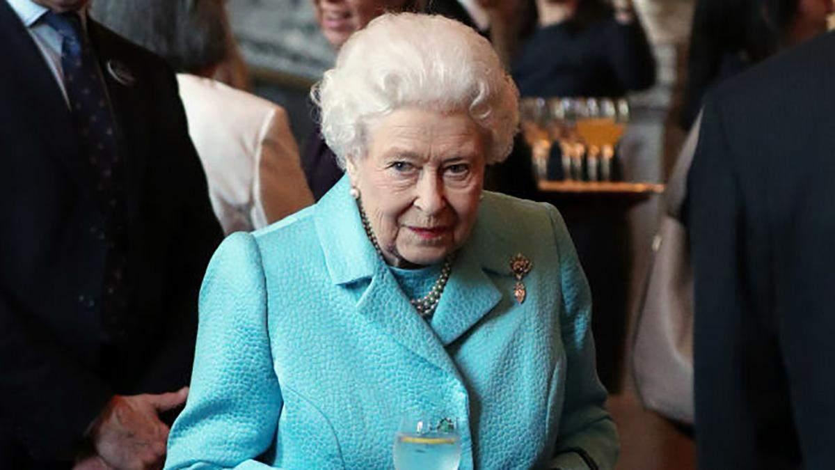 Весенний образ: королева Елизавета II ошеломила ярким нарядом