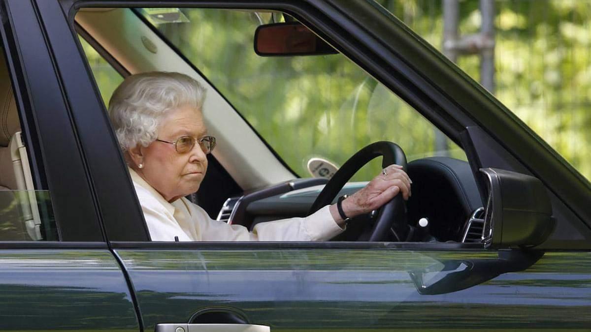 Більше не за кермом: королева Єлизавета ІІ ухвалила несподіване рішення