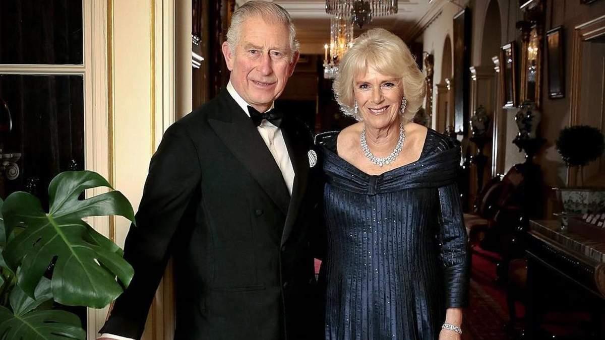 Принц Чарльз и Камилла Паркер-Боулз празднуют годовщину свадьбы: история любви королевской пары