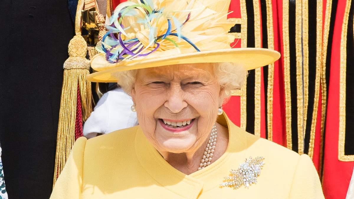 Елизавета II засветила стильный весенний образ: яркие фото