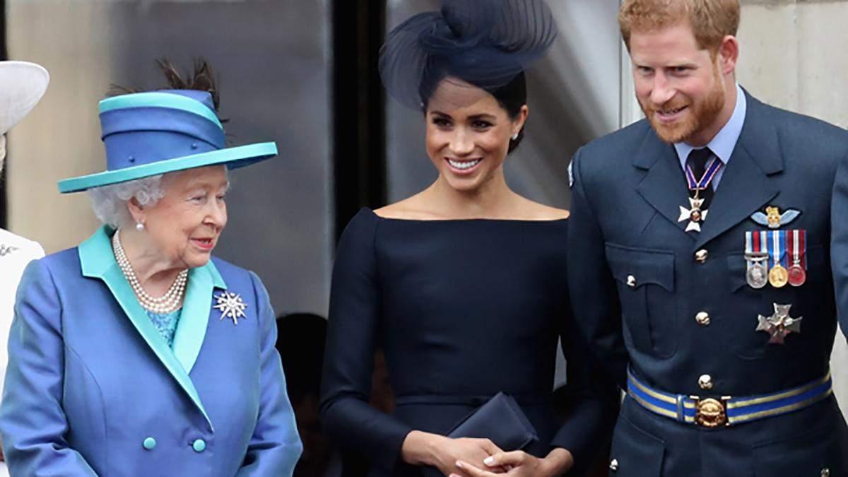 Как принц Гарри и беременная Меган Маркл поздравили королеву с праздником
