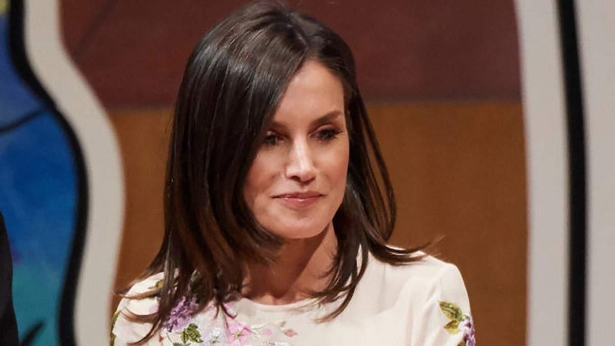 У ніжній сукні з квітковим принтом: ефектний образ королеви Іспанії